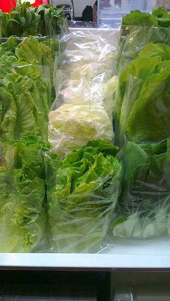 小鴨藥膳滷味翠綠的蔬菜