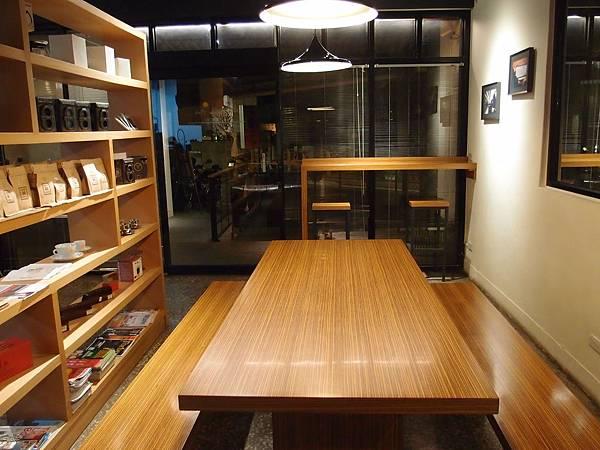 大木桌 Peace%26;Love 新店大坪林咖啡