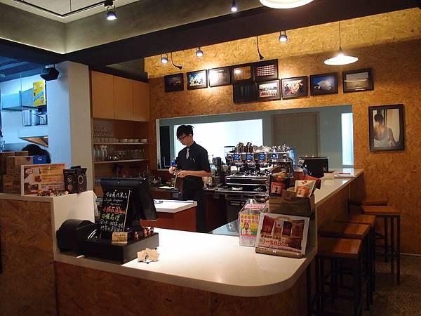 吧台 Peace%26;Love 新店大坪林咖啡