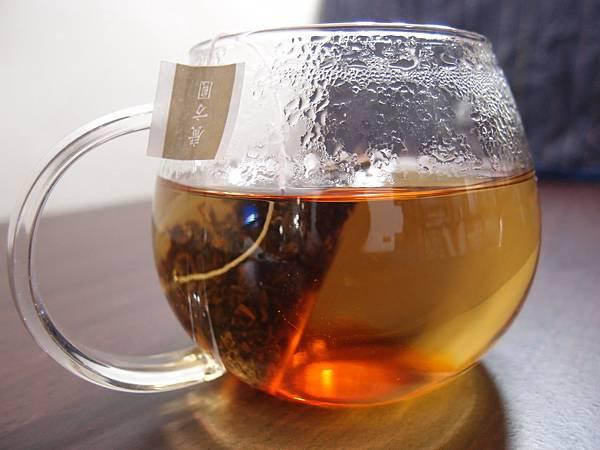 琥珀色的日月潭紅茶