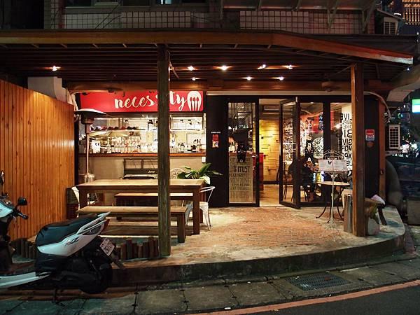台北市府美式餐廳:小維加斯店門0.JPG