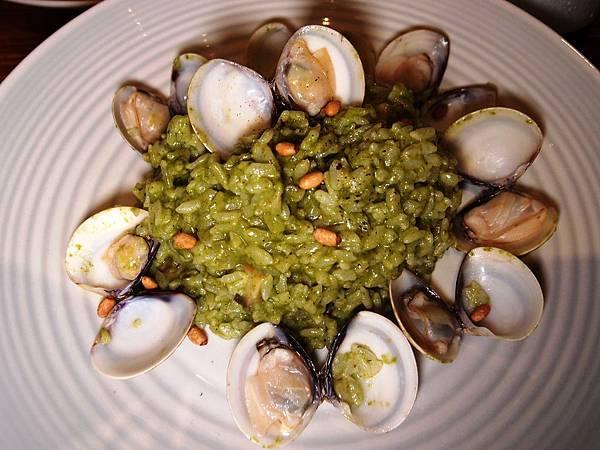 松子青醬蛤蜊燉飯 台北市府美式餐廳:小維加斯.JPG