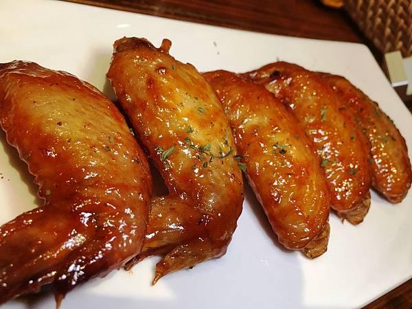 雞翅三重奏 台北市府美式餐廳:小維加斯.jpg