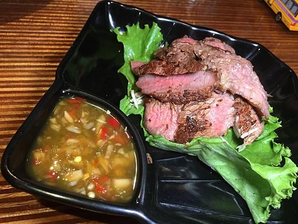 台北市府美式餐廳:小維加斯 泰式酸辣牛肉
