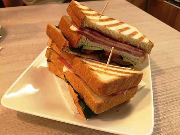 經典總匯三明治