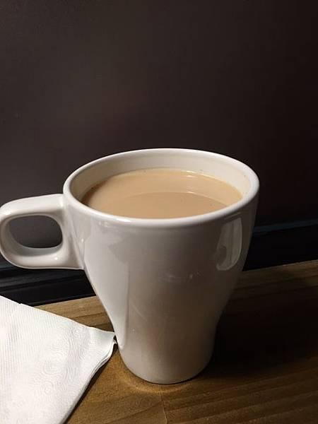 水蜜桃熱奶茶