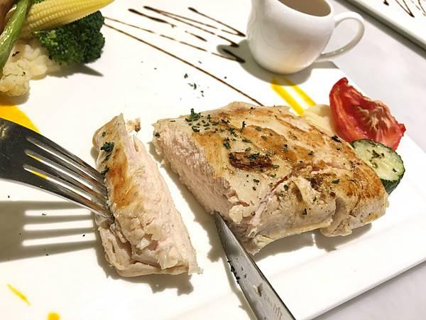 主菜:慢燉雞胸肉佐紅酒醬汁7.JPG