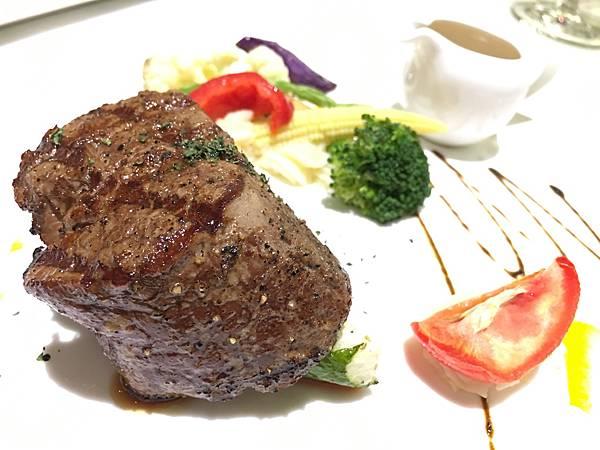 主菜:爐烤菲力牛排2.JPG