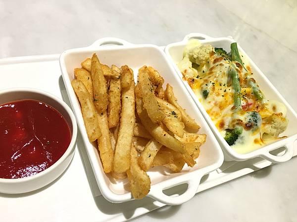 配菜:焗烤時蔬 辣味薯塊2.JPG