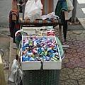 賣糖果香菸的小販.JPG