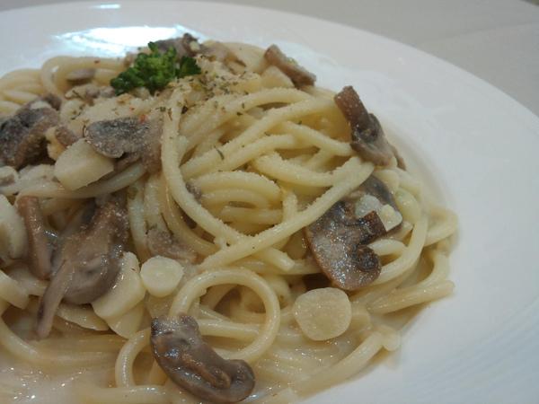 香蒜奶油蘑菇義大利麵2.JPG