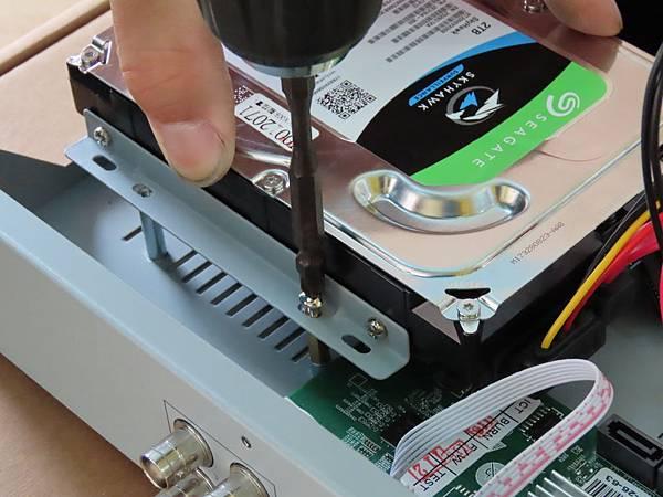 11-主機+硬碟+安裝.JPG