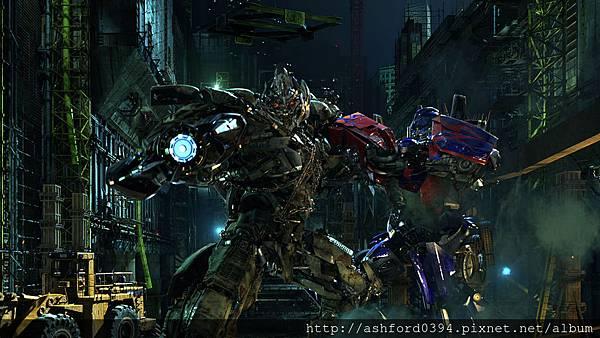 1371781009_02_Optimus Prime, Megatron Battle.jpg