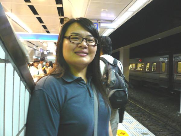 01 - 在台北車站等車中。。.JPG