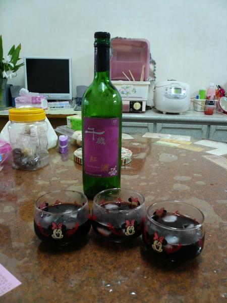 03 - 小蛙家的紅酒。。。 中午要喝這個.JPG