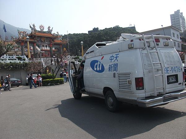 三芝天元宮新聞車.JPG