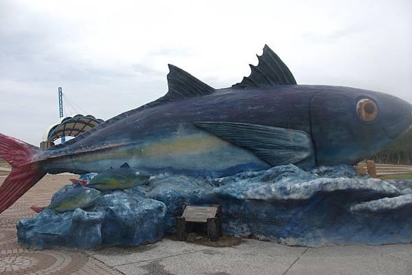 南寮漁港魚雕.JPG