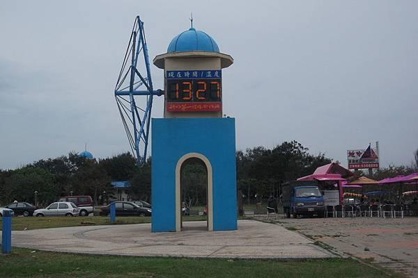 南寮漁港風車燈塔.JPG