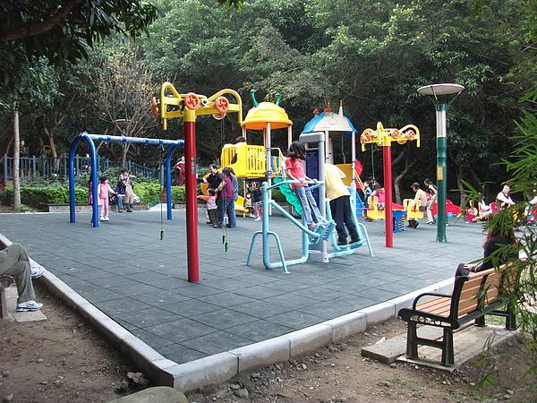 青年公園遊樂園1.JPG