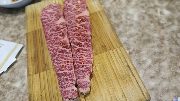 IMG_2840_飯店附近午餐、烤肉店_韓牛(一塊一千).JPG