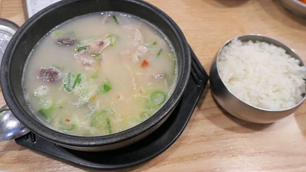 IMG_2872_晚餐_豬肉湯飯_6500韓元.JPG