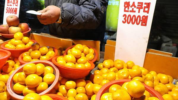 IMG_2877_晚餐_豬肉湯飯_附近買橘子.JPG