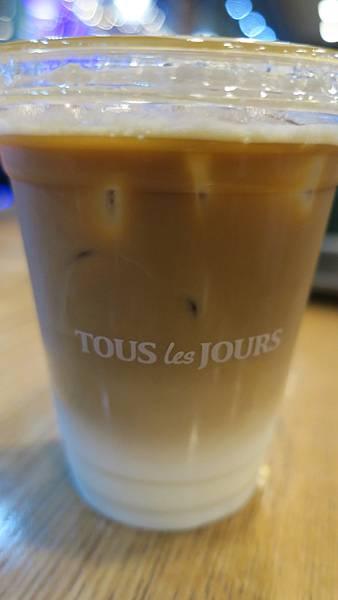 IMG_2879_晚上麵包店休息喝咖啡.JPG