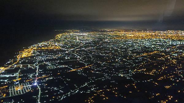IMG_2962_飛機上的台灣夜景.JPG