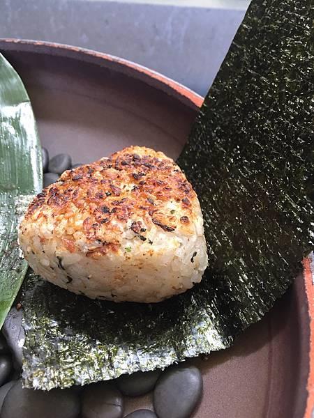 IMG_7502_上引水產_鮭魚飯糰soso.JPG