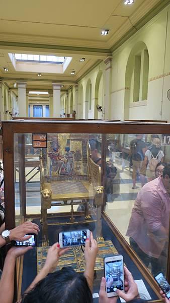 IMG_0154_D2_埃及博物館_五大重點之一的椅子.JPG
