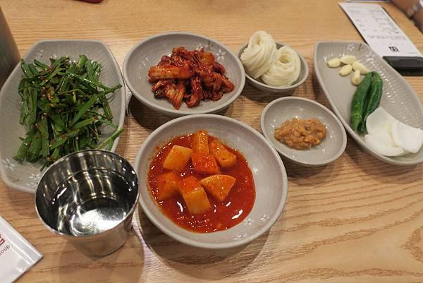 IMG_0157_西面站附近的豬肉湯飯_神奇的韭菜沒韭菜味_超好吃.JPG