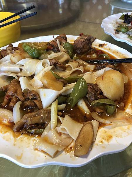 IMG_0339_D2_午餐_大盤雞.JPG
