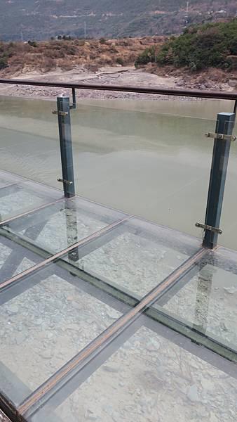 IMG_0042_D2_玻璃棧道_俯瞰金沙江.JPG