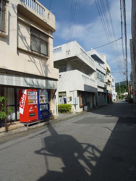 P1020110きしもと食堂旁邊的路好寧靜.JPG