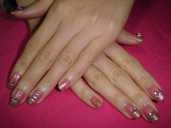 亞小美也替盧作了bling的指甲