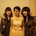 亞小美和林小禎探房中
