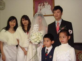 漂亮的伴娘和可愛的花童們