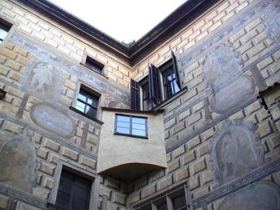這些超立體的石磚牆面...