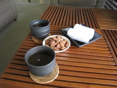 杏仁果和迎賓茶