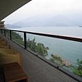 從陽台看出去的湖光山色