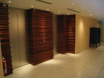 搭電梯到5樓的房間