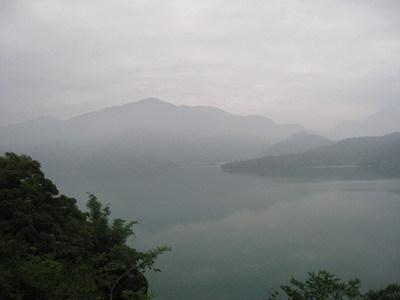 發現早晨的湖景