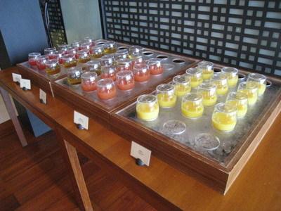 新鮮果汁(有柳橙,葡萄柚,西瓜等)
