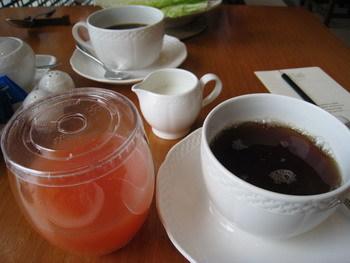 我的葡萄柚汁和紅茶, 還有老爺的咖啡