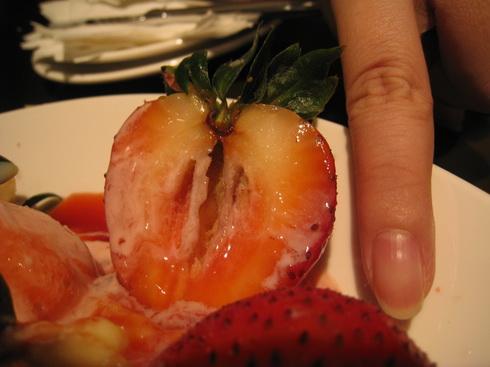 毫~~~大的草莓啊啊啊