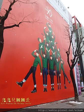 140121 SM舊大樓外的聖誕EXO