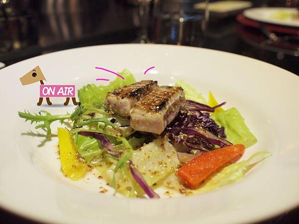 哇莎米鮪魚生魚片搭生菜