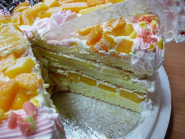 美德不只有鮮奶烙~歪賽~超級水果蛋糕~水果不是蓋的多