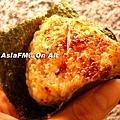 鮭魚飯團+海苔+特製醬