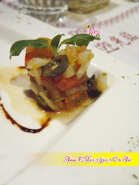開胃菜-勃跟地紅酒焗田螺襯焦黃奶油醬汁